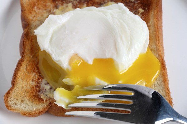 How Long to Poach an Egg - poaching egg on toast